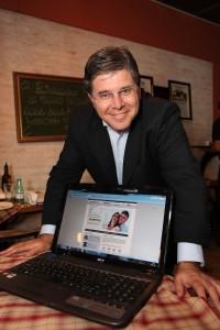 Airton Gontow, diretor do site Coroa Metade