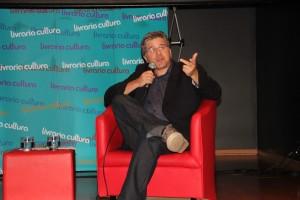 Airton Gontow, idealizador e diretor do Coroa Metade, durante palestra na Livraria Cultura