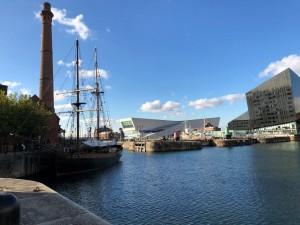 É um prazer caminhar por Liverpool
