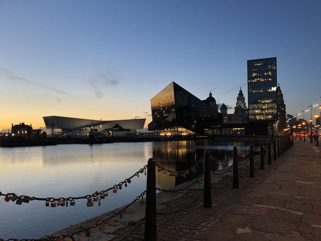 Anoitecer exuberante em Liverpool sim2